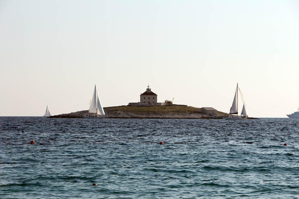 Croatian Island Building Solo