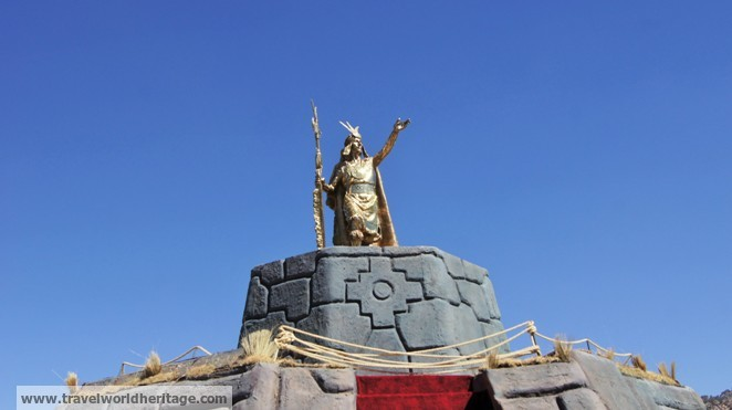 The golden statue of Tupac Amaru II, a hero and leader of the Incan resistance.
