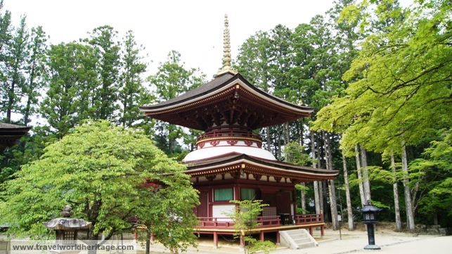 The small pagoda on the west side of the complex.