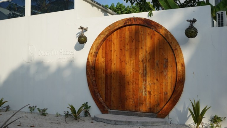 Noovilu Suites is a family run guesthouse in the local island of Mahibadhoo in the Ari Atoll, Maldives.