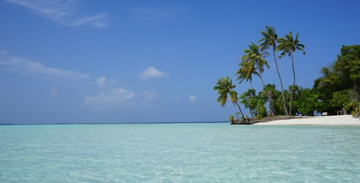 Maldives Travel – Resorts vs Local Islands