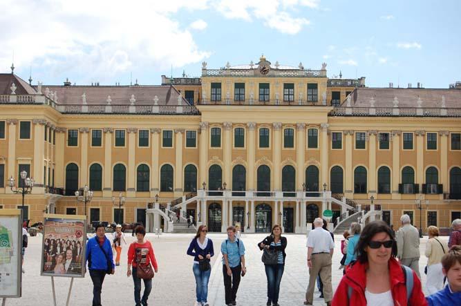 Schonbrunn Palace. Photo credit: Bob and Sandy Nesoff