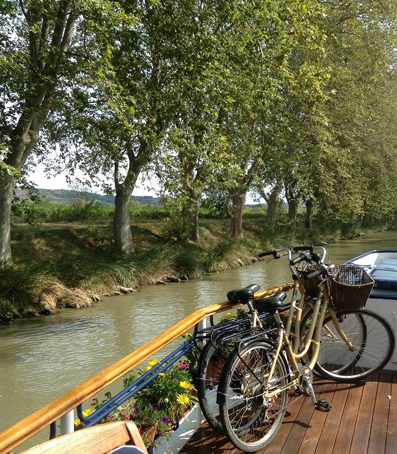 France-Bicycles on barge