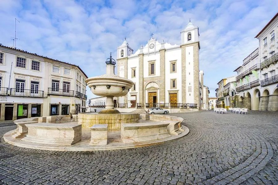 Giraldo Square in Evora Portugal