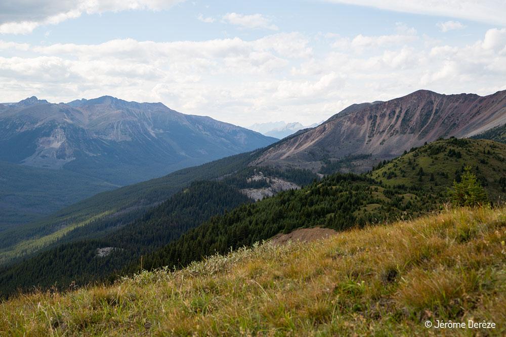 voyager au parc national de Jasper - Randonner au Lac Maligne