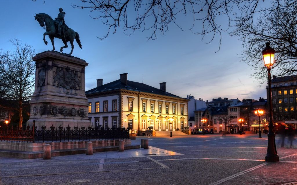 https://i1.wp.com/www.trazeetravel.com/wp-content/uploads/2015/02/Place-Guillaume-II-The-Kneudler-in-Luxembourg-City-%C2%A9-Mihai-bogdan-Lazar-Dreamstime-13574771-e1424894930423.jpg
