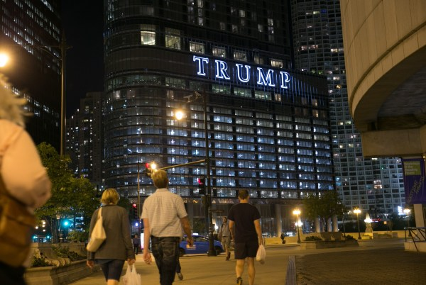 Retired CEO pays $3.36 million in cash for Trump Tower ...