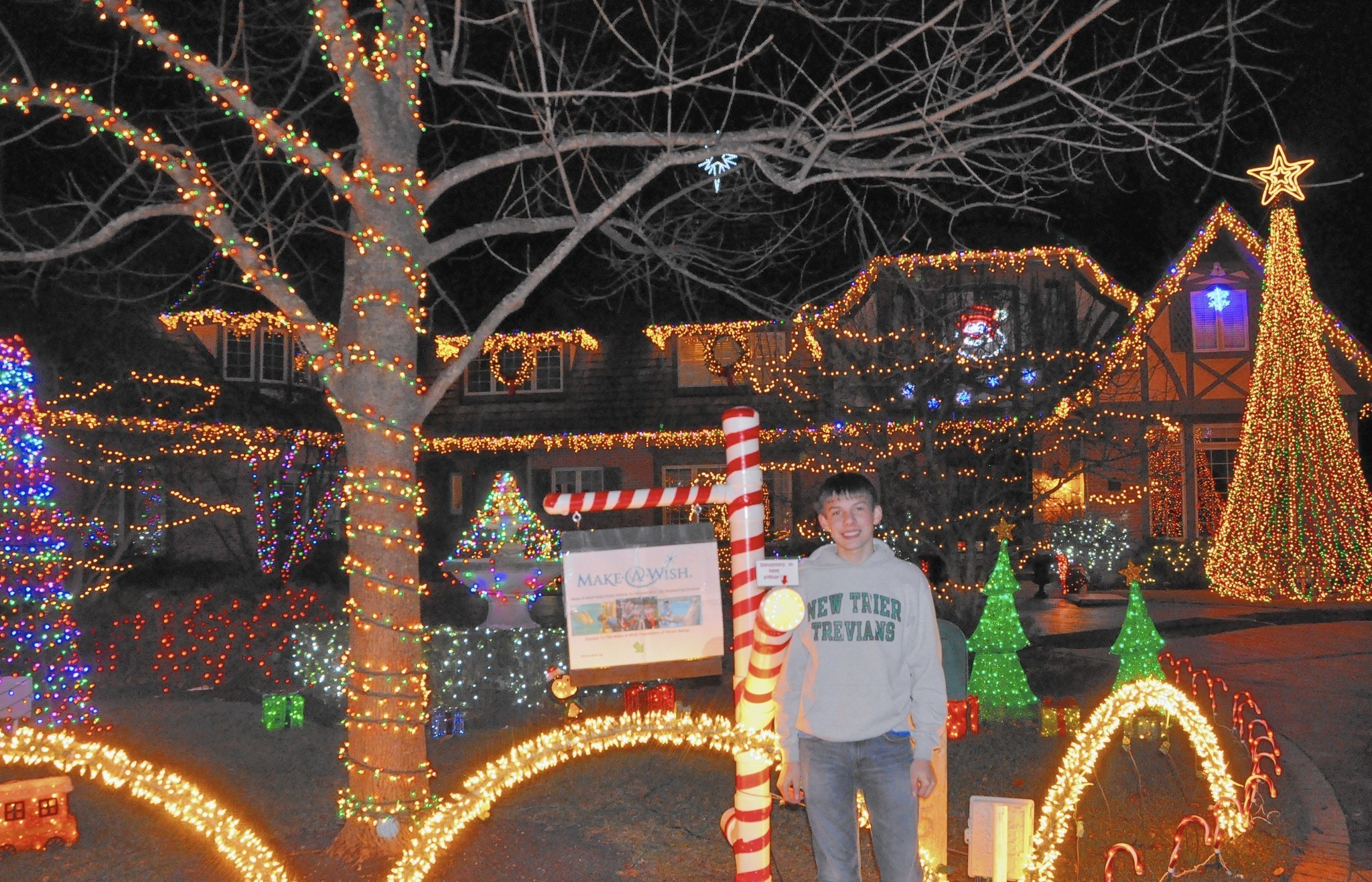 New Trier Students Holiday Lights Raise Cash For Charity Winnetka Talk