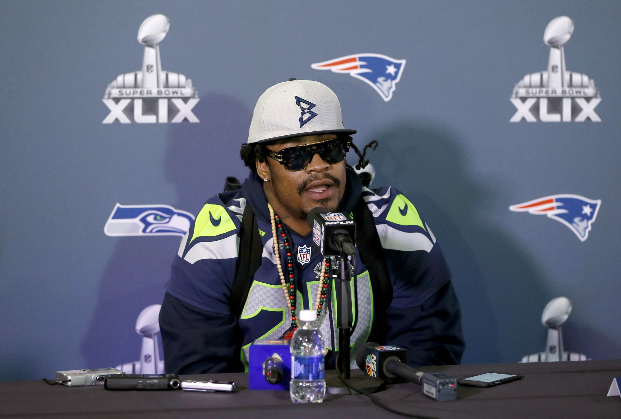 Seahawks Marshawn Lynch Goes Unscripted In Interview