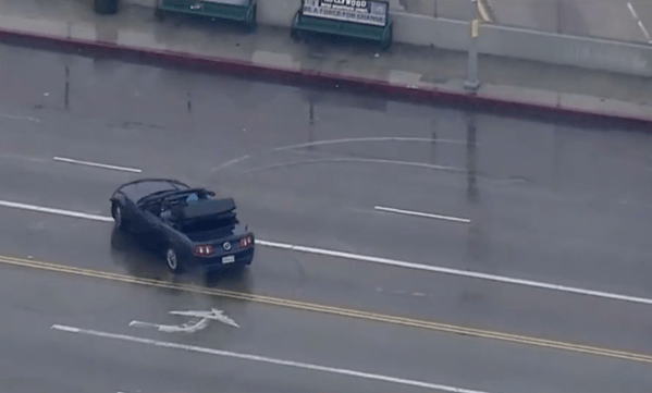 Bizarre L.A. car chase ends with supects taking selfies ...