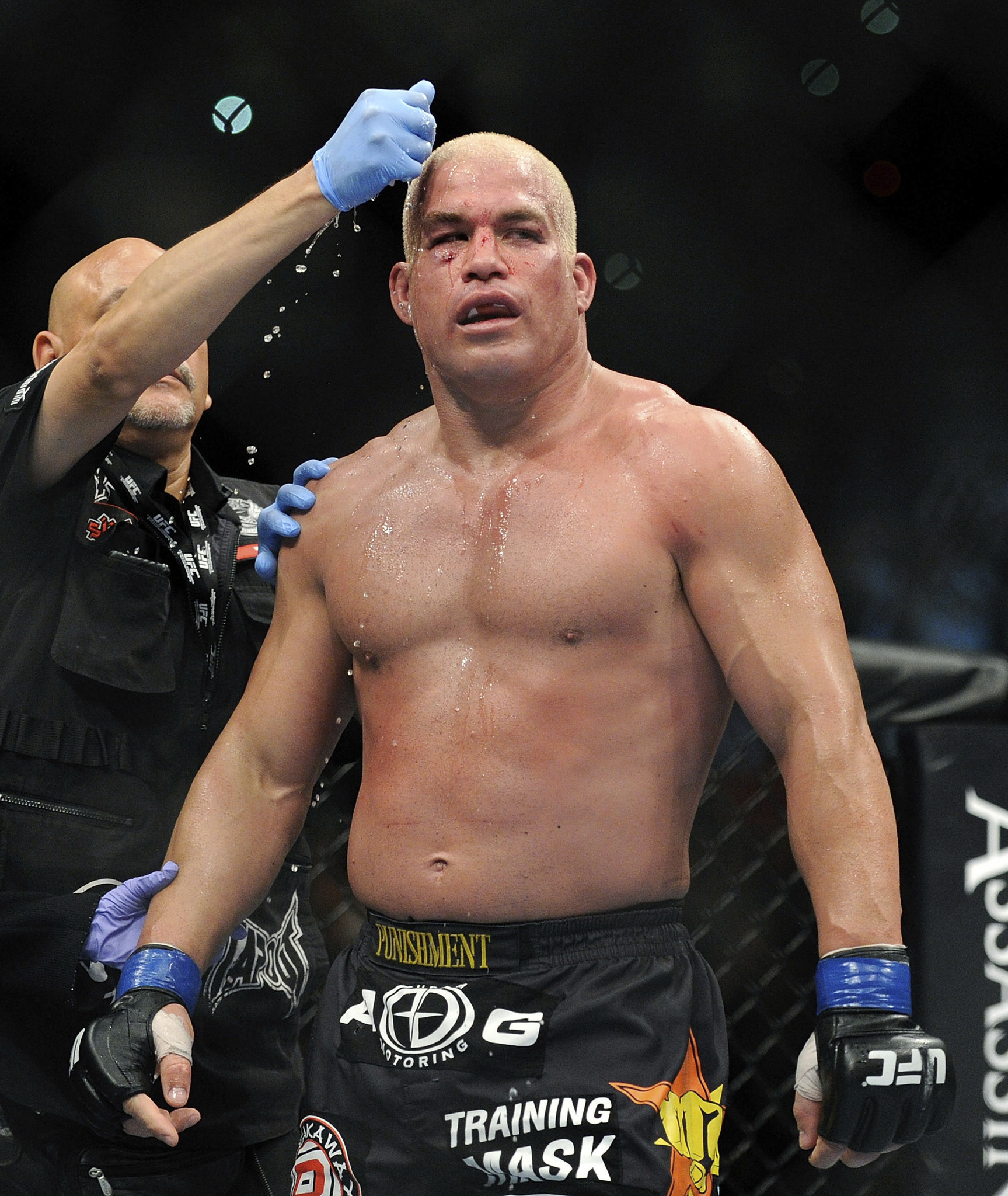 Tito Ortiz Chokes Out Chael Sonnen In 1st Round To Wrap Up