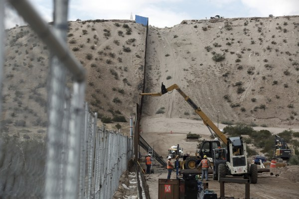 Mexican border wall building contracts to be awarded by ...