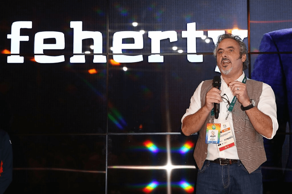 golf s david feherty takes swing at stand up comedy