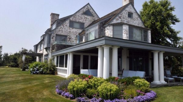 Katharine Hepburn's Renovated Fenwick Home Bought By Real ...
