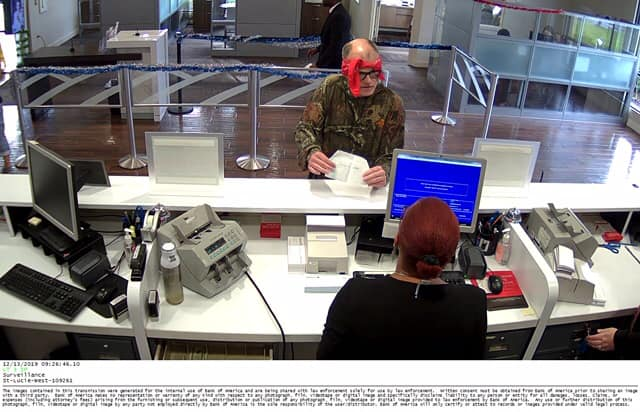 Bandana-wearing bank robber sought in Port St. Lucie
