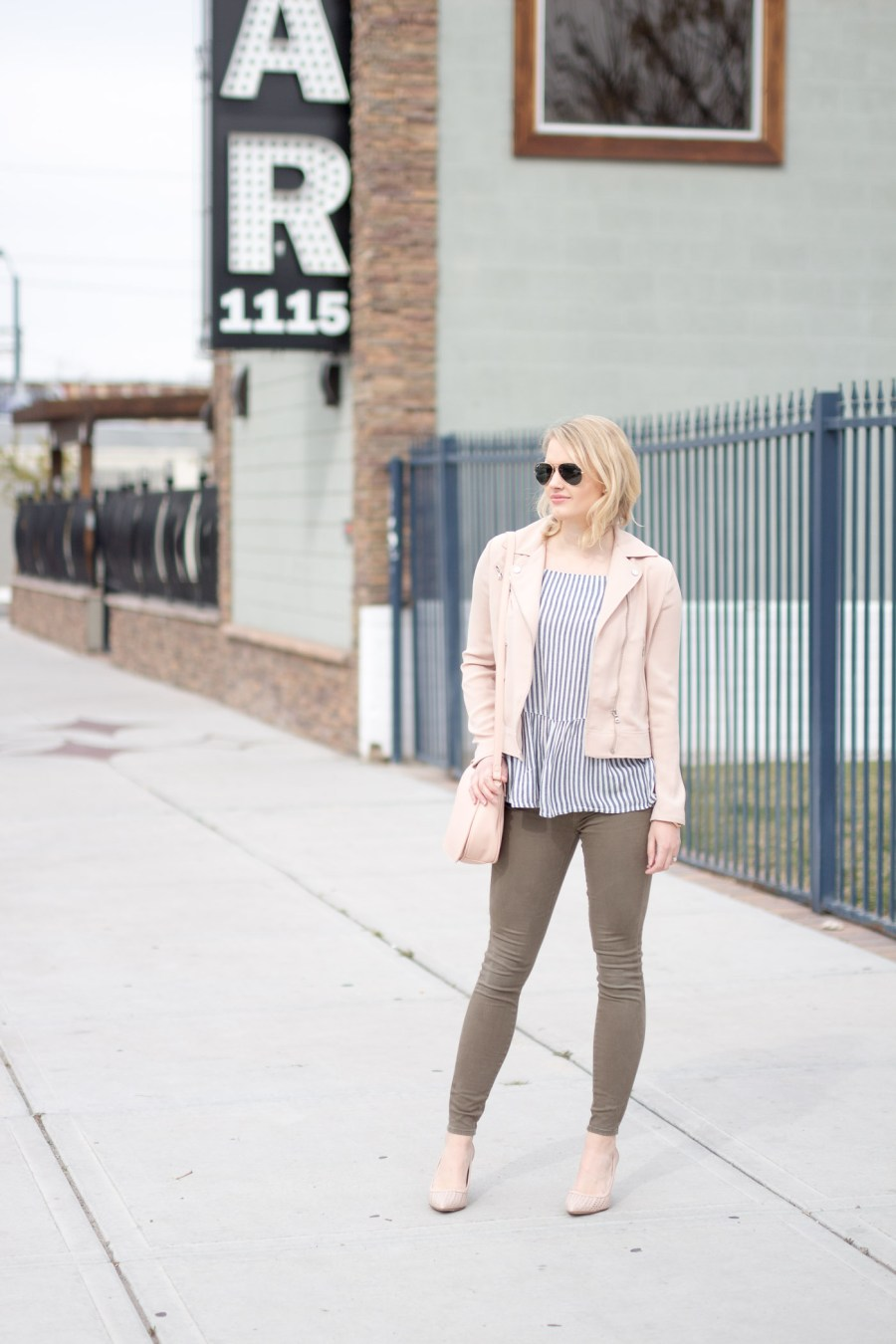 Springs fashion, How To Use the LIKEtoKNOW.it App, spring outfit idea, Treats and Trends, fashion blog, Jamie Kamber