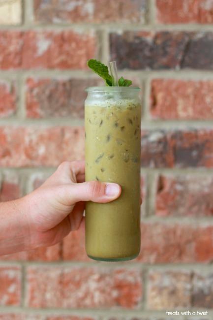 Matcha Mint Latte // treatswithatwist.com