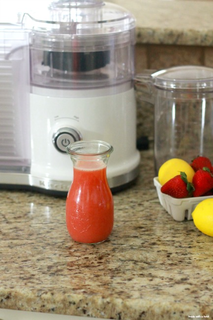 Strawberry Citrus Juice // treatswithatwist.com