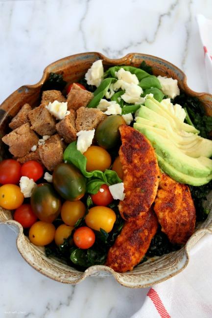 Blackened Chicken Kale Salad with Garlic Herb Croutons // gluten free// treatswithatwist.com