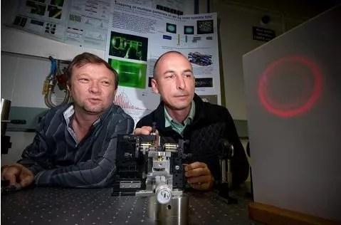 ANU tractor beam scientists by Stuart Hay/ANU