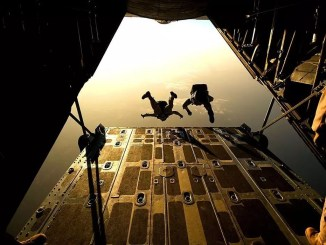 parachute drop by Skeeze