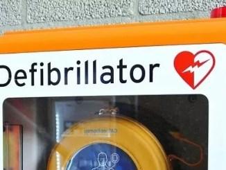 defibrillator by yourschantz