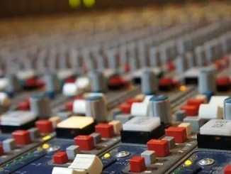 mixing-desk-by-grooveaddicted feature