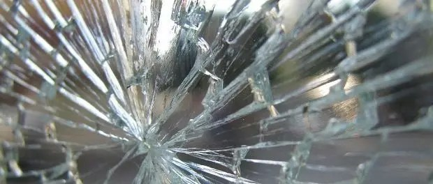 Shattered glass by Republica620