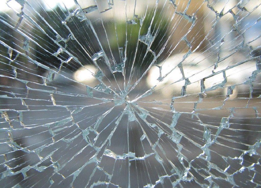 shattered glass, metaphor, psychosis, mental health