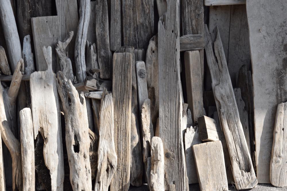 Treibholz Bretter und Äste von Driftwoods gesammelt