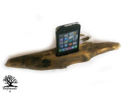 dock-smartphone-treibholz-art
