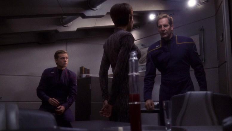 Archer consulta T'Pol e Tucker sobre Daniels