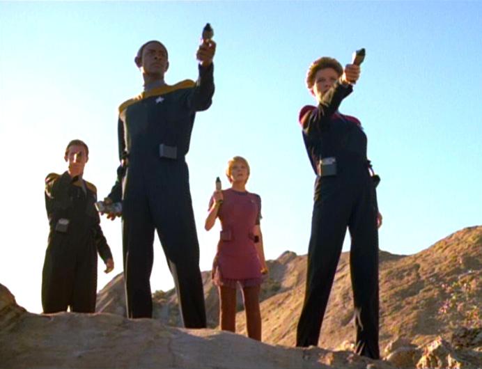Grupo avançado: Janeway, Tuvok, Kes