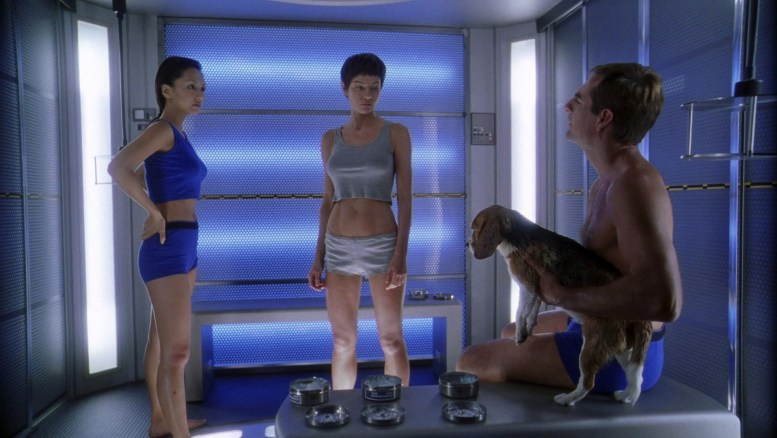 Hoshi, T'Pol, Archer e Porthos na sala de descontaminação
