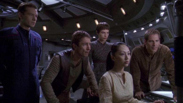 Trip, Reed, Hoshi, T'Pol e Archer na ponte da Enterprise