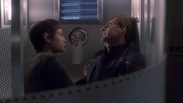 T'Pol dando banho em Archer