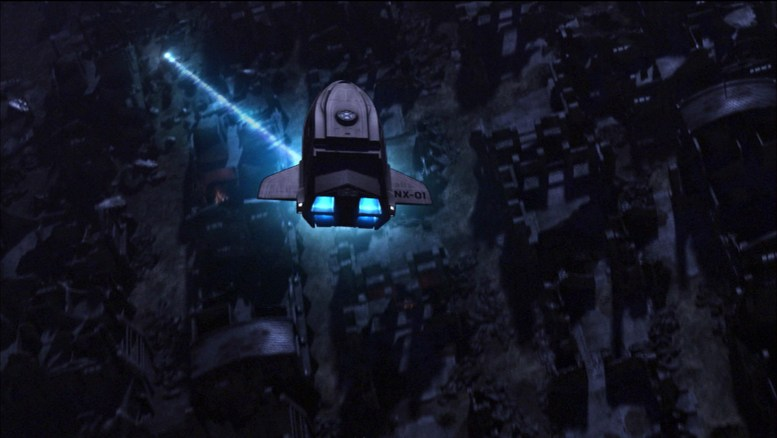 Shuttlepod com Archer, T'Pol e Soval sendo atacado por Andorianos