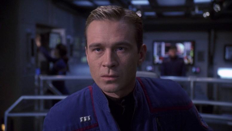 Tucker no comando da Enterprise em Cease Fire
