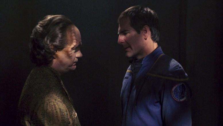 Phlox visitando Archer em Qo'noS prisão em