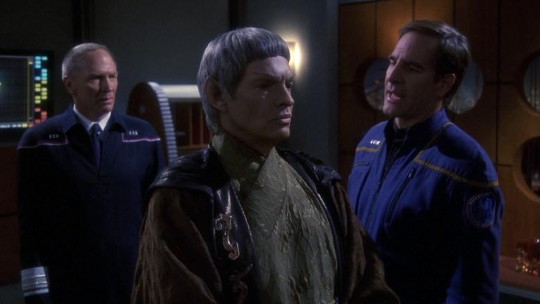 Forrest, Soval e Archer falando sobre os Xindi