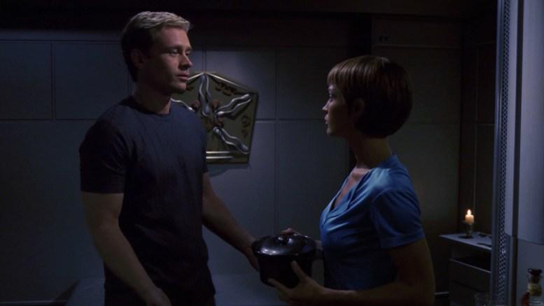 Trip e T'Pol em mais uma sessão de massagem