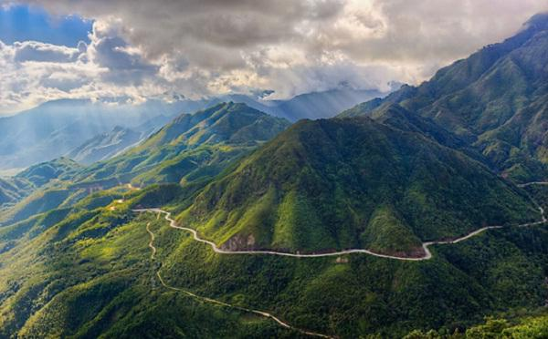 Hoang Lien Son Mountain Range and its magnificent beauty looking from O Quy Ho Mountain Pass