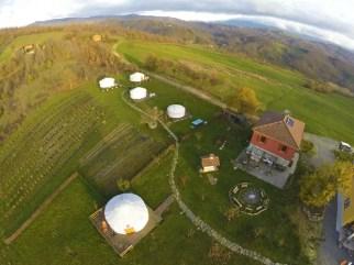 Tende yurta nell'agricampeggio