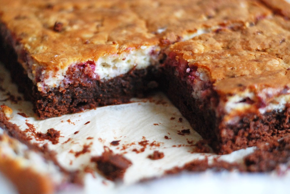 brownies cheesecake con grano cotto e lamponi freschi