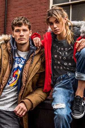 CR09295 Marketing – AW17 CampaignSD_AW17_MAIN_P2_D_P