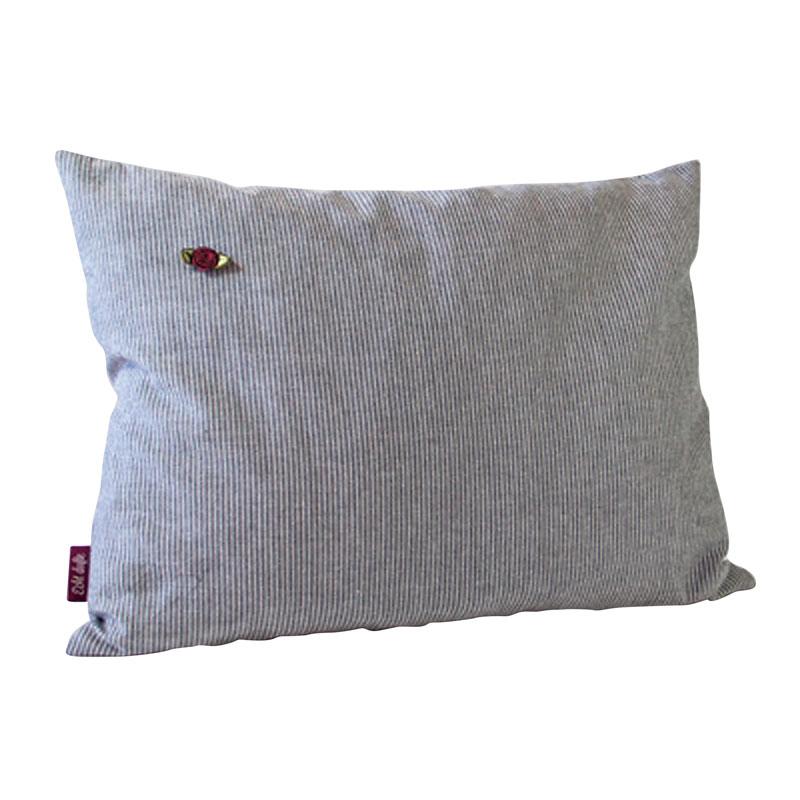 Kissen mit Füllung Zirbe grau gestreift mit aufgenähtem Röschen