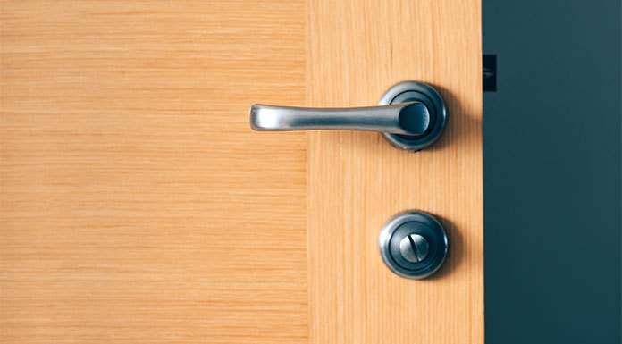 Czym się kierować przy wyborze drzwi wejściowych do mieszkania?