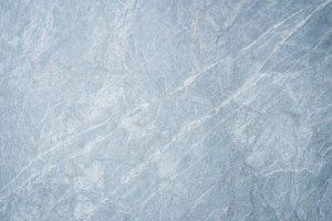 Kamień naturalny czy betonowy? Co na elewację?