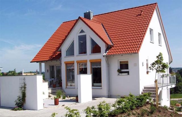 pomalowany dach na domu jednorodzinnym