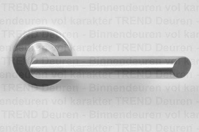 <h5>TREND 208</h5><p>RVS deurgarnituur type Trend 208, vast gemonteerd op geveerd, stalen rozet. Afgewerkt met fraaie RVS klik rozet voor strakke look.</p>